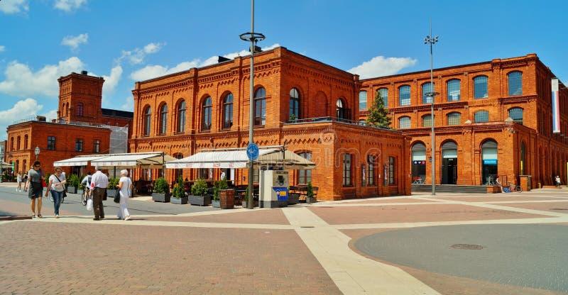 Το εσωτερικό τετράγωνο Manufaktura, τέχνες στρέφεται, λεωφόρος αγορών, και ελεύθερος χρόνος σύνθετος στο Λοντζ, Πολωνία στοκ εικόνα με δικαίωμα ελεύθερης χρήσης
