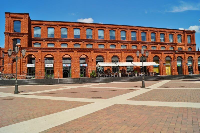 Το εσωτερικό τετράγωνο Manufaktura, τέχνες στρέφεται, λεωφόρος αγορών, και ελεύθερος χρόνος σύνθετος στο Λοντζ, Πολωνία στοκ φωτογραφίες με δικαίωμα ελεύθερης χρήσης