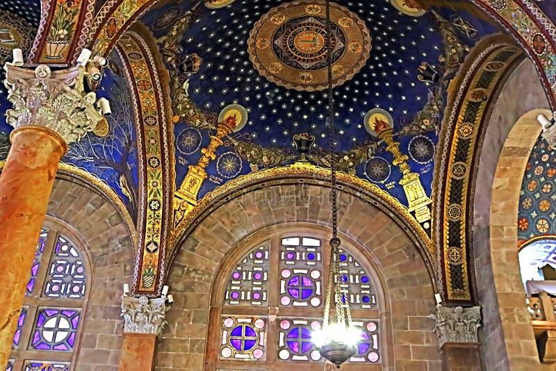 Το εσωτερικό της εκκλησίας όλης της βασιλικής εθνών της αγωνίας στην Ιερουσαλήμ στοκ εικόνες