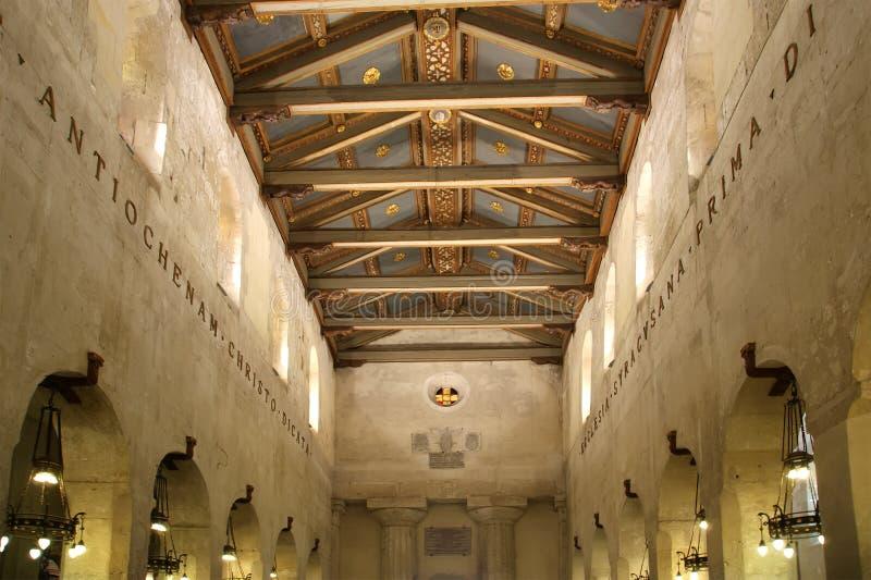 Το εσωτερικό του καθεδρικού ναού των ΣΥΡΑΚΟΥΣΩΝ (Siracusa, Sarausa) στοκ φωτογραφία με δικαίωμα ελεύθερης χρήσης