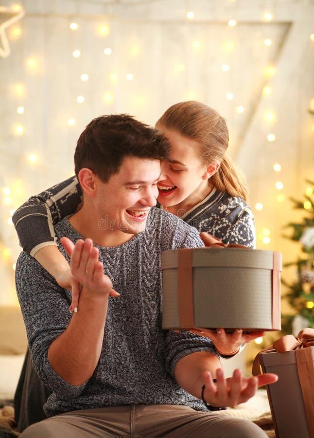 Δώρα γενεθλίων, ενώ dating