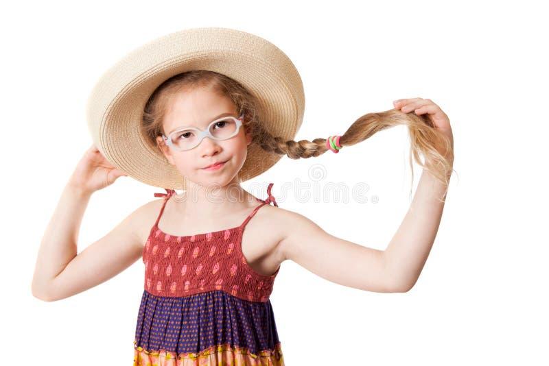 Το ελκυστικό κορίτσι στο καπέλο αχύρου στοκ φωτογραφία με δικαίωμα ελεύθερης χρήσης