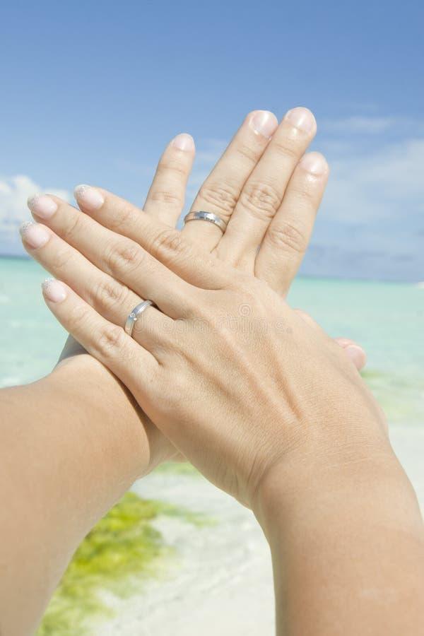 Το ζευγάρι τα χέρια στοκ εικόνες με δικαίωμα ελεύθερης χρήσης