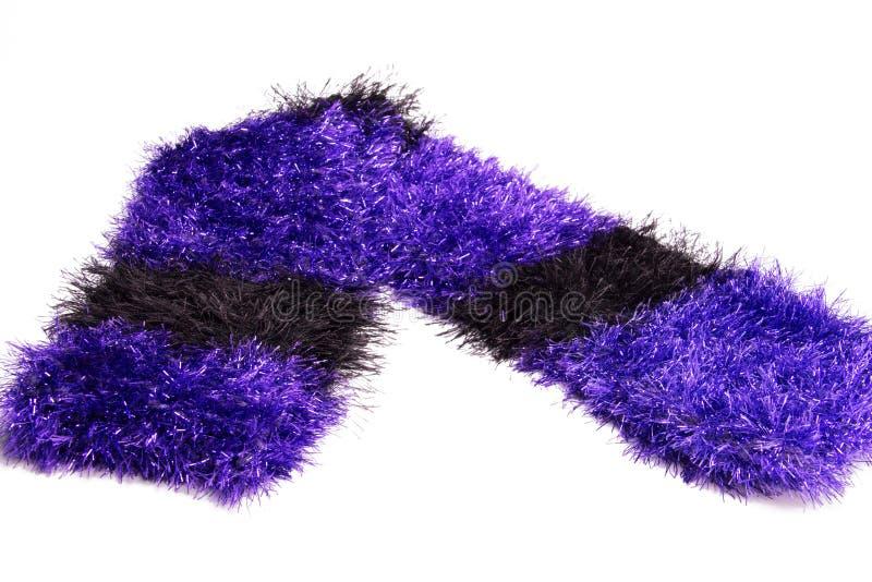 Το ζωηρόχρωμο πολυτελές χειροποίητο τσιγγελάκι πλέκει το ριγωτό πορφυρό και μαύρο μεταλλικό μαντίλι eyelash στοκ εικόνα με δικαίωμα ελεύθερης χρήσης