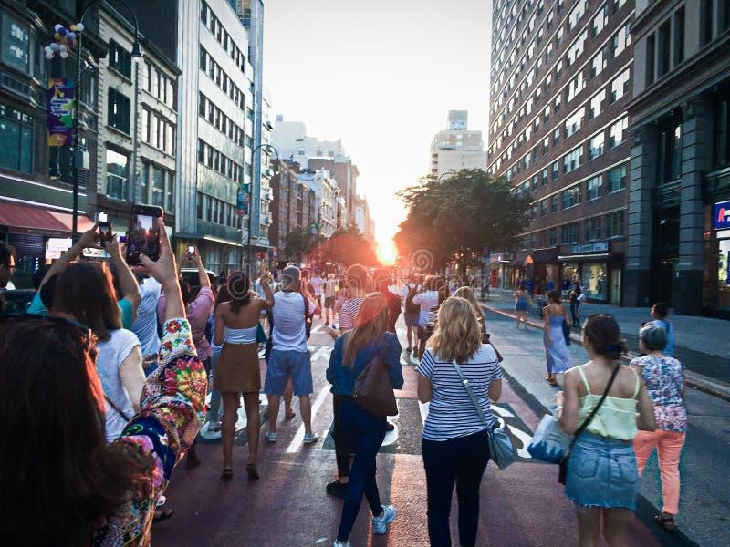 Το ηλιοβασίλεμα ευθυγραμμίζει με το πλέγμα -2 οδών του Μανχάταν στοκ φωτογραφία με δικαίωμα ελεύθερης χρήσης