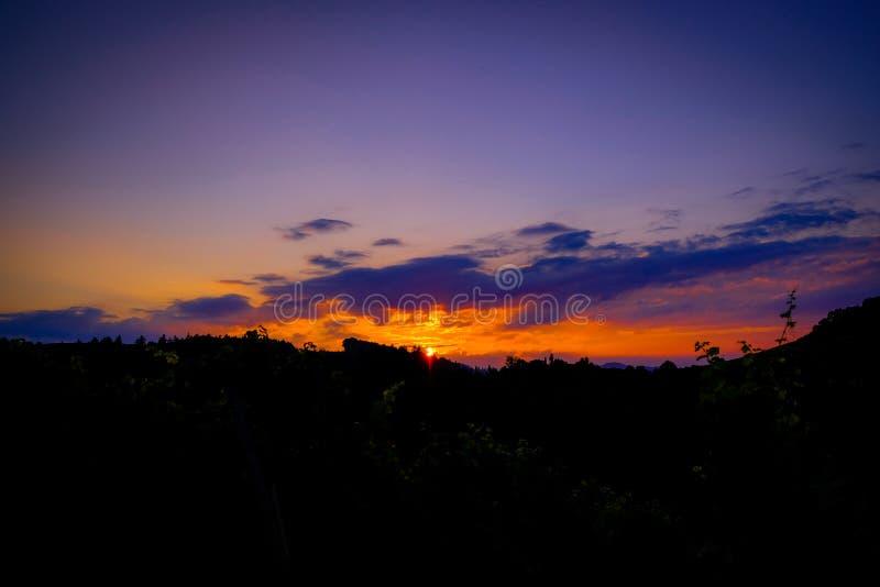 Το ηλιοβασίλεμα πέρα από το νότο Styrian κερδίζει τη διαδρομή στοκ φωτογραφία με δικαίωμα ελεύθερης χρήσης