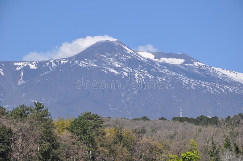 Το ηφαίστειο στην Ιταλία που καπνίζει Etna Σικελία στοκ εικόνες με δικαίωμα ελεύθερης χρήσης