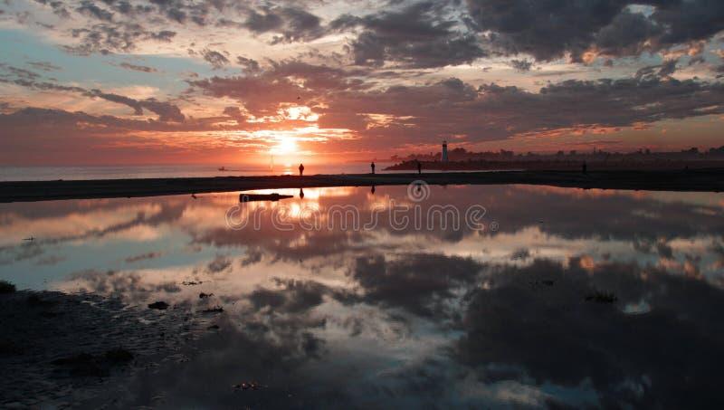 Το ηλιοβασίλεμα ακτών ασβεστίου Santa Cruz @ στοκ εικόνα με δικαίωμα ελεύθερης χρήσης