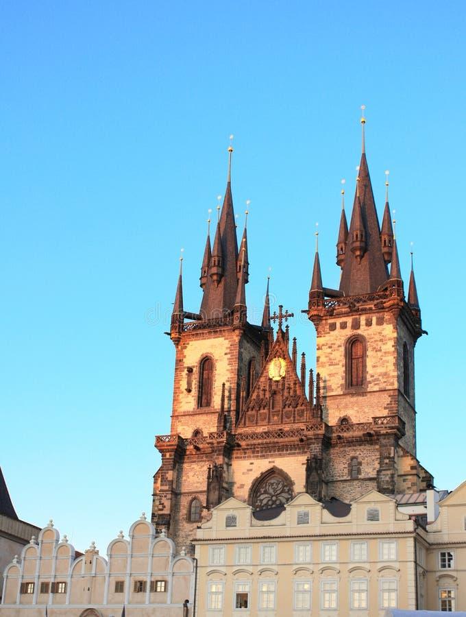 Το ηλιοβασίλεμα ανάβει την πλευρά της εκκλησίας Tyn, Πράγα στοκ εικόνα με δικαίωμα ελεύθερης χρήσης