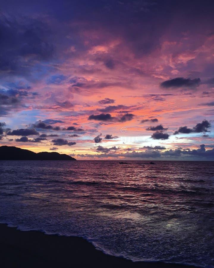 Το ηλιοβασίλεμα, παραλία της Μαλαισίας στοκ εικόνες
