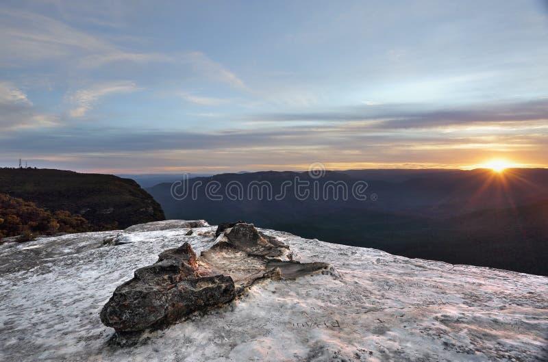 Το ηλιοβασίλεμα Wentworth πέφτει μπλε βουνά Αυστραλία στοκ φωτογραφίες