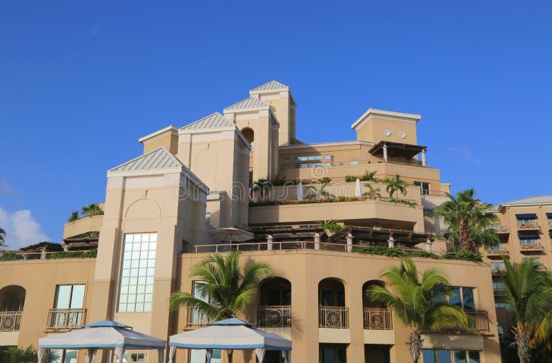 Το θέρετρο πολυτέλειας Γκραν Κέιμαν ritz-Carlton που βρίσκεται στα επτά μίλια παραλιών στοκ φωτογραφία