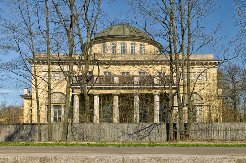 Το θερινό εξοχικό σπίτι dacha του δούκα Αλέξανδρος του Όλντενμπουργκ στοκ φωτογραφία με δικαίωμα ελεύθερης χρήσης