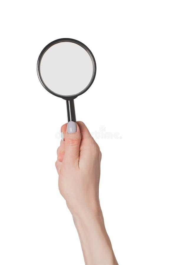 Το θηλυκό χέρι που κρατά πιό magnifier απομονώνει στο άσπρο υπόβαθρο στοκ εικόνες