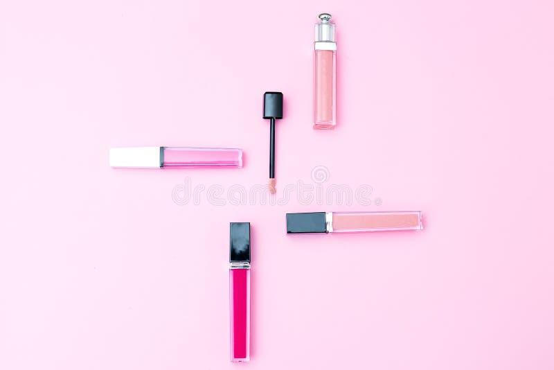 Το θηλυκό makeup έθεσε σε ένα ρόδινο υπόβαθρο Γεωμετρικό ύφος στοκ φωτογραφία με δικαίωμα ελεύθερης χρήσης