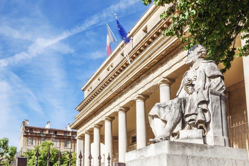 Το διάσημο Εφετείο με το άγαλμα στο Aix-En-Provence στοκ εικόνα με δικαίωμα ελεύθερης χρήσης