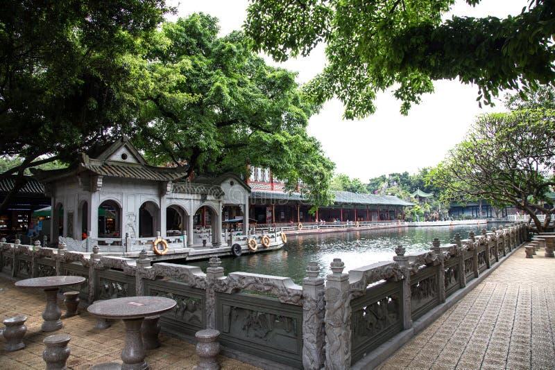 Το διάσημο τουριστικό αξιοθέατο σε Guangzhou, επαρχία Γκουαγκντόνγκ, Κίνα Αυτό είναι μια τοπική σκηνή με τα χαρασμένα κιγκλιδώματ στοκ φωτογραφία με δικαίωμα ελεύθερης χρήσης