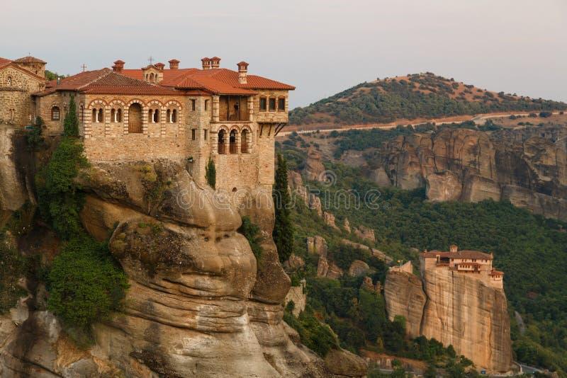 Το ιερό μοναστήρι Varlaam στο πρώτο πλάνο σε Meteora, Ελλάδα στοκ εικόνα