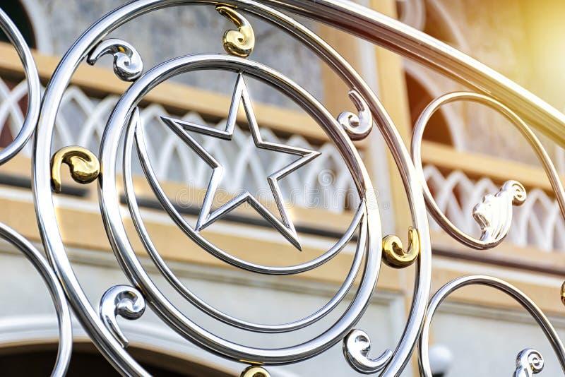 Το ισλαμικό σύμβολο έχει εγκατασταθεί ως φράκτης Τα αστέρια και στοκ εικόνες