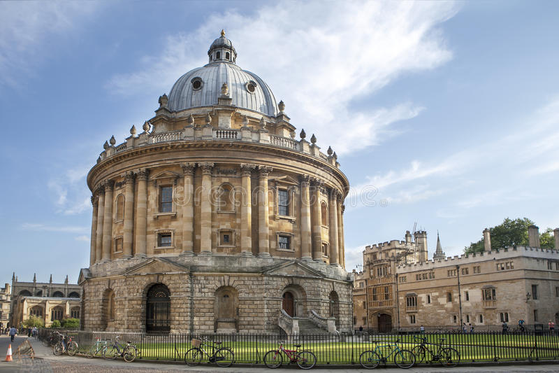 Το ιστορικό κτήριο είναι μέρος της βιβλιοθήκης Πανεπιστημίου της Οξφόρδης στοκ εικόνα