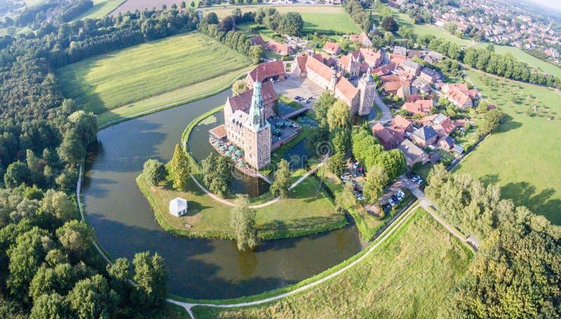 Το ιστορικό Castle Raesfeld στη Βεστφαλία, Γερμανία στοκ εικόνα με δικαίωμα ελεύθερης χρήσης