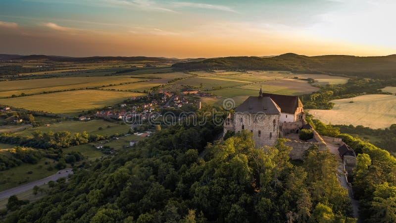 Το κάστρο Tocnik βρίσκεται στην κεντρική Βοημίας περιοχή στη Δημοκρατία της Τσεχίας στοκ εικόνα με δικαίωμα ελεύθερης χρήσης