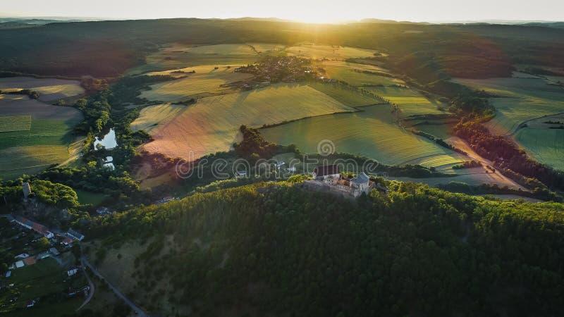 Το κάστρο Tocnik βρίσκεται στην κεντρική Βοημίας περιοχή στη Δημοκρατία της Τσεχίας στοκ φωτογραφία με δικαίωμα ελεύθερης χρήσης