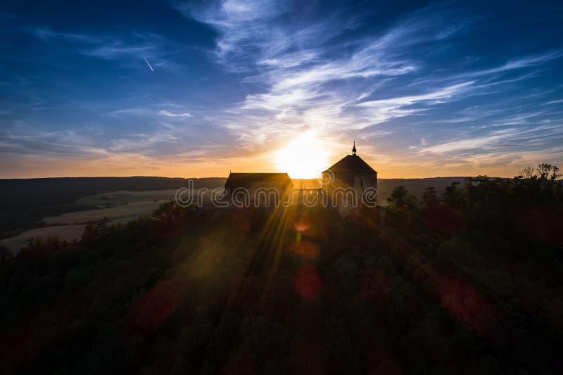 Το κάστρο Tocnik βρίσκεται στην κεντρική Βοημίας περιοχή στη Δημοκρατία της Τσεχίας στοκ φωτογραφία