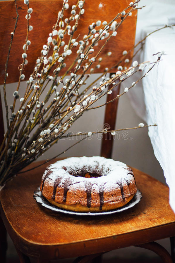 Το κέικ θερινού Bundt με ολοκληρωμένος με το λούστρο ζάχαρης, κλείνει επάνω Countr στοκ φωτογραφίες με δικαίωμα ελεύθερης χρήσης