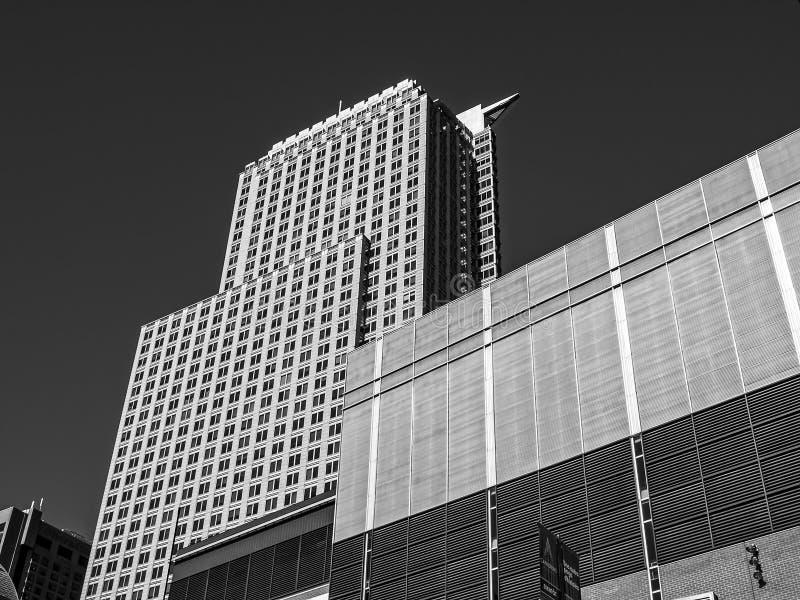 Το κέντρο και το Deloitte κουδουνιών που χτίζουν το Μόντρεαλ στοκ φωτογραφία
