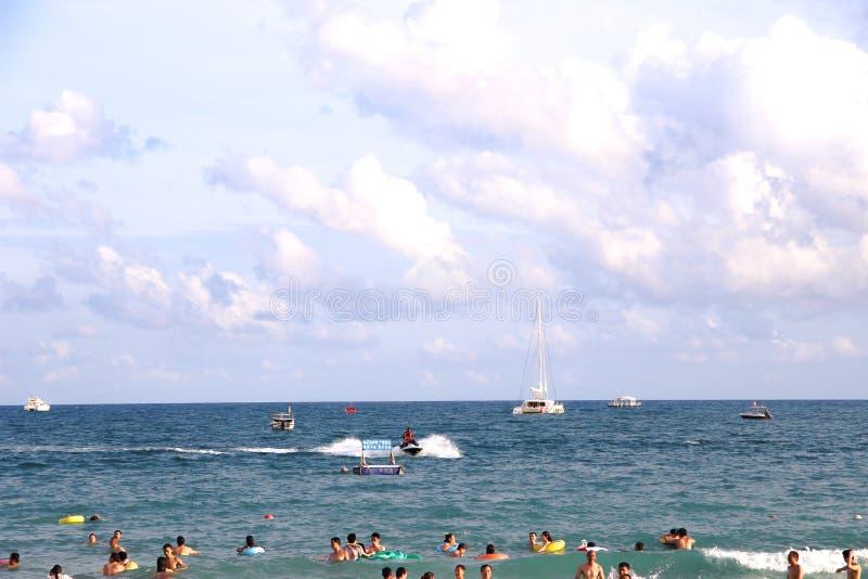 Το καλοκαίρι είναι μια θάλασσα του μπλε στοκ φωτογραφία