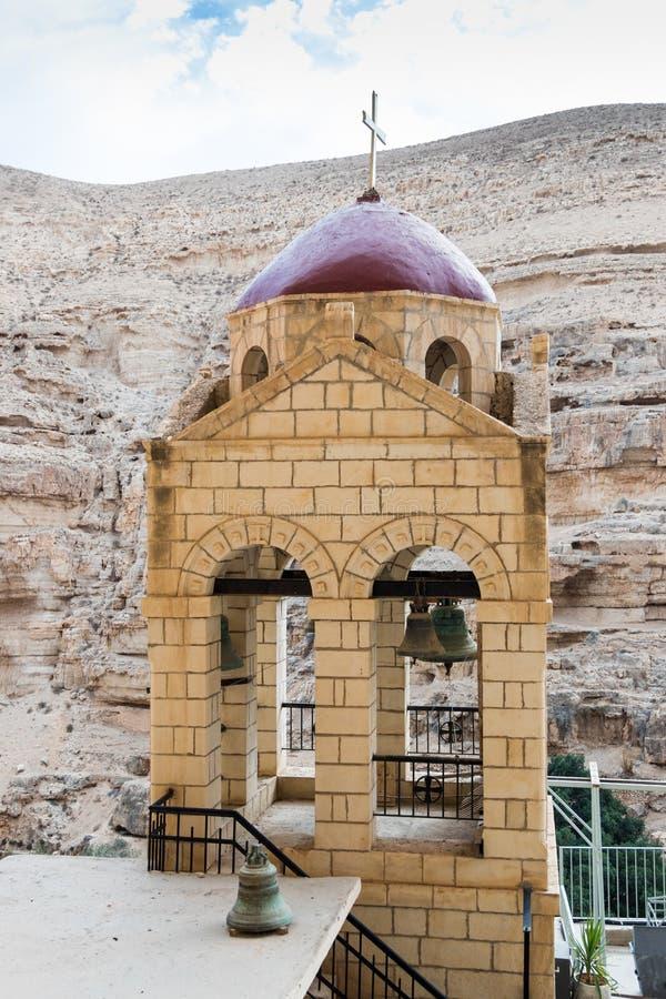 Το καμπαναριό στο μοναστήρι του ST George Hosevit χαλά Jaris σε Wadi Kelt κοντά σε Mitzpe Yeriho στο Ισραήλ στοκ φωτογραφία με δικαίωμα ελεύθερης χρήσης