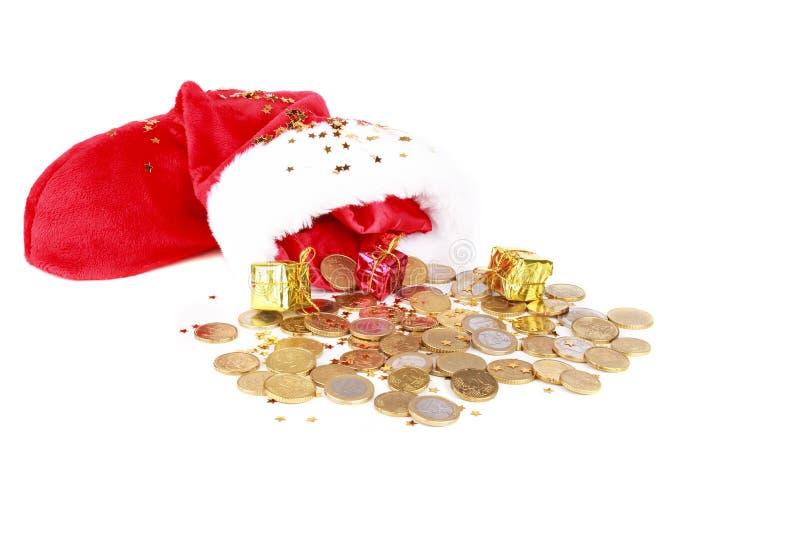 Το καπέλο του Santa με τα ευρο- νομίσματα και παρουσιάζει στοκ εικόνες με δικαίωμα ελεύθερης χρήσης
