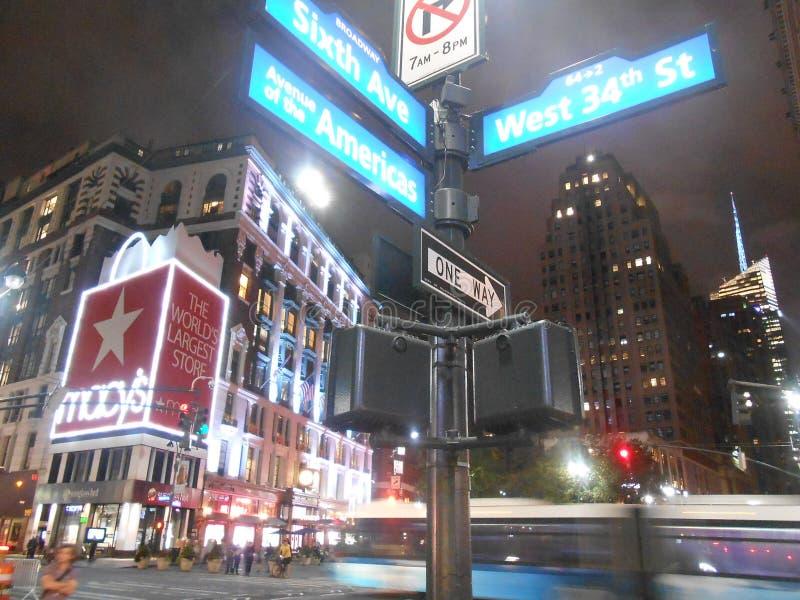 Το κατάστημα του Macy ανακοινώνει επάνω το τετράγωνο, Νέα Υόρκη στοκ φωτογραφίες
