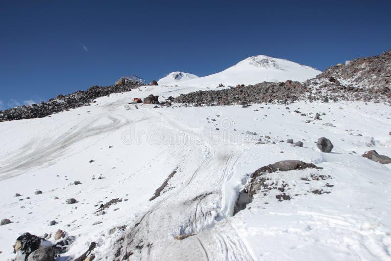 Το καταφύγιο 11 και τοποθετεί Elbrus, Ρωσία στοκ φωτογραφία με δικαίωμα ελεύθερης χρήσης