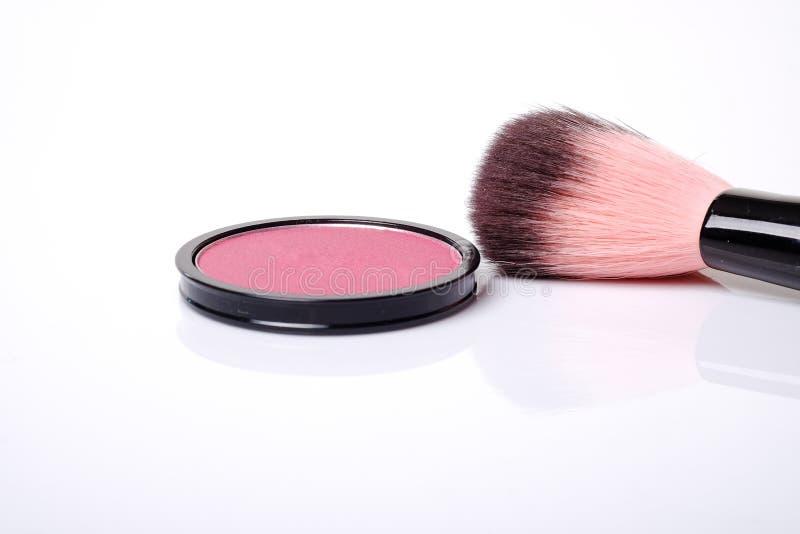 Το καλλυντικό ροζ κοκκινίζει επάνω και makeup βούρτσα στοκ εικόνες με δικαίωμα ελεύθερης χρήσης