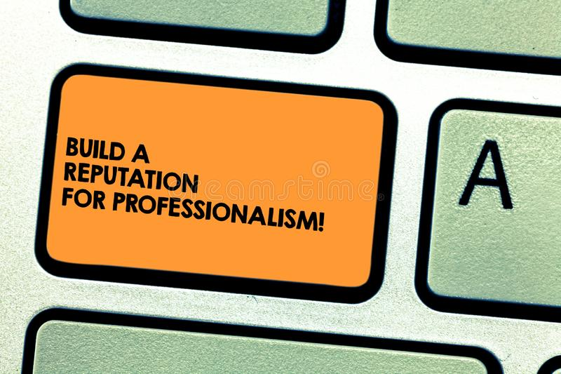 Το κείμενο γραφής χτίζει μια φήμη για τον επαγγελματισμό Η σημασία έννοιας είναι επαγγελματική σε αυτό που πληκτρολογείτε το κλει στοκ εικόνα με δικαίωμα ελεύθερης χρήσης