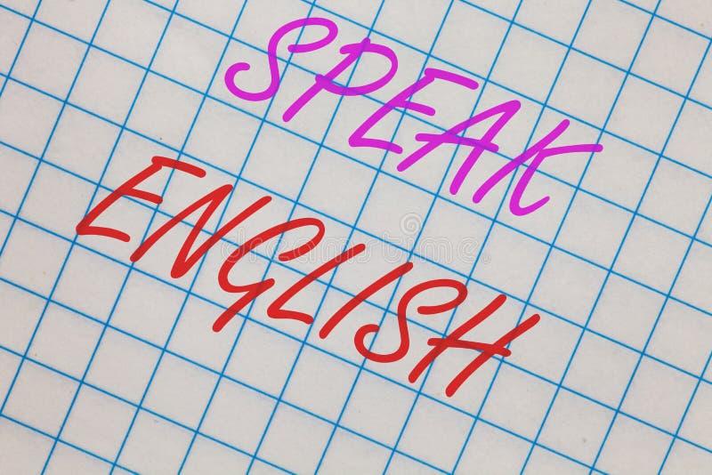 Το κείμενο γραψίματος λέξης μιλά τα αγγλικά Η επιχειρησιακή έννοια για τη μελέτη ένα άλλο σε απευθείας σύνδεση λεκτικό σημειωματά στοκ φωτογραφία με δικαίωμα ελεύθερης χρήσης
