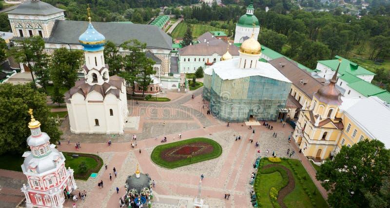 Το κεντρικό τετράγωνο της ιερής τριάδας ST Sergius Lavra Τοπ όψη στοκ εικόνες