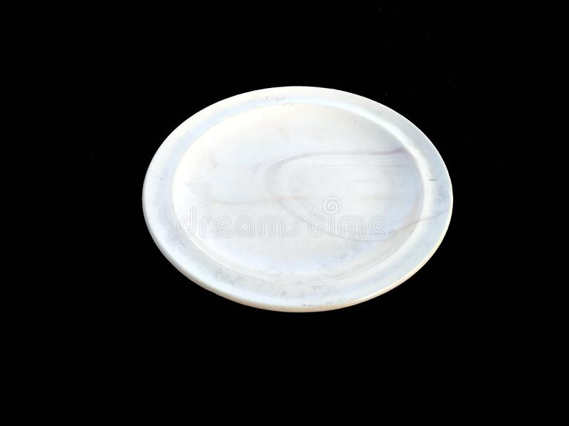Το κενό πιάτο απομονώνει στο άσπρο υπόβαθρο στοκ εικόνα