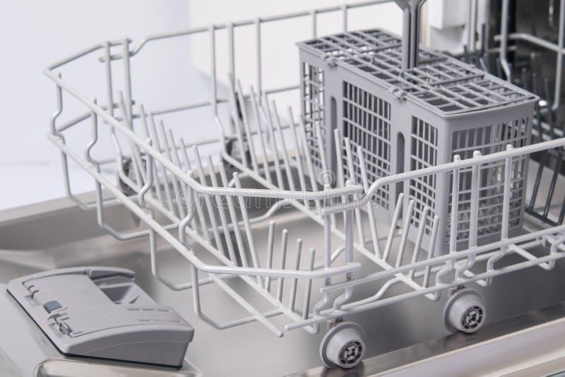 Το κενό τμήμα του πλυντηρίου πιάτων, ξεραίνει μετά από την εργασία στοκ φωτογραφίες