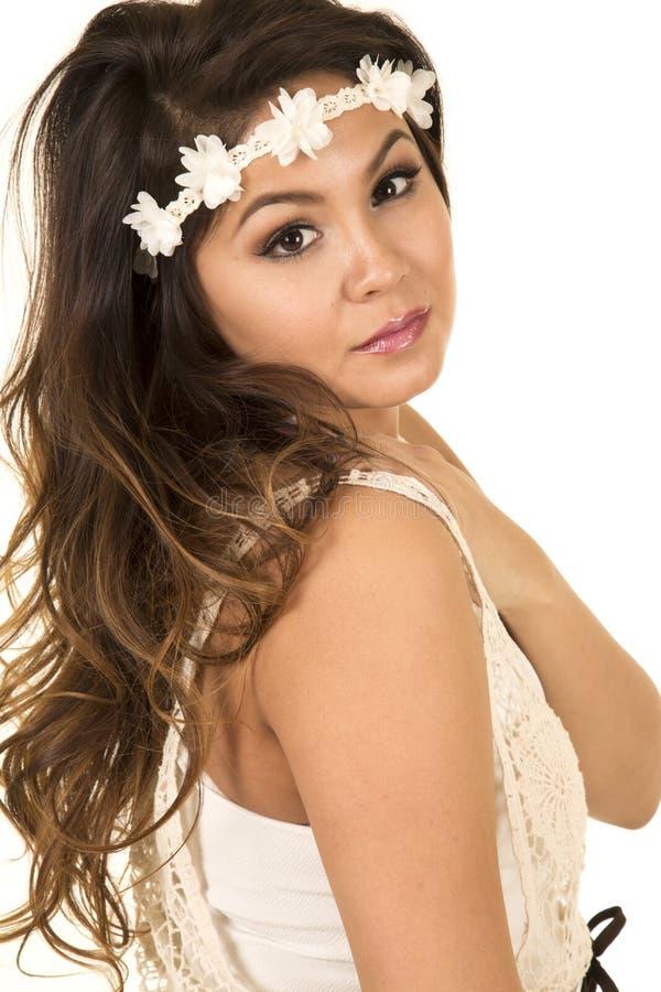 Το κεφάλι γυναικών με άσπρο headband κοιτάζει κοντά στοκ φωτογραφία με δικαίωμα ελεύθερης χρήσης