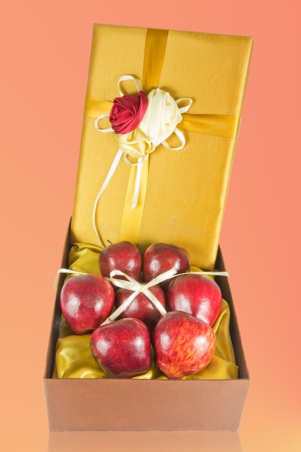 το κιβώτιο μήλων φρέσκο δίν&e στοκ φωτογραφία με δικαίωμα ελεύθερης χρήσης