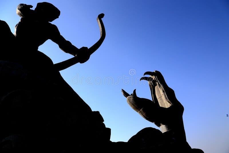 Το κινεζικό άγαλμα μυθολογίας, Houyi που πυροβολεί τον ήλιο στοκ εικόνα με δικαίωμα ελεύθερης χρήσης