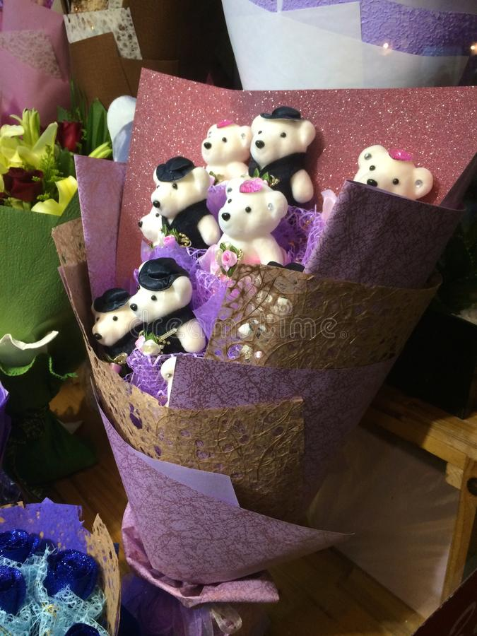 Το κιτς Teddy αντέχει την ανθοδέσμη στη Σαγκάη, Κίνα στοκ φωτογραφία με δικαίωμα ελεύθερης χρήσης