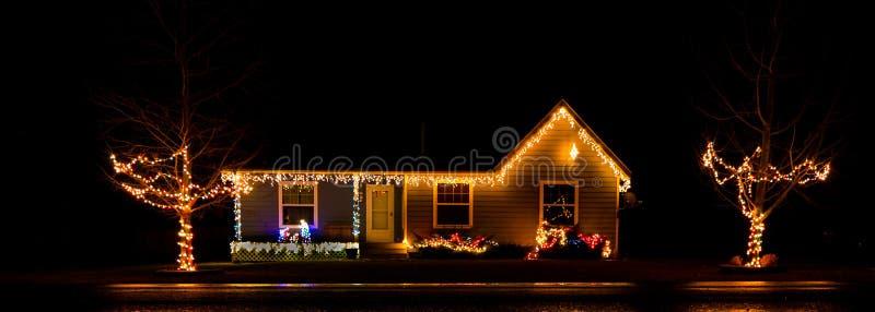 Το κλασικό ελαφρύ μοτίβο Χριστουγέννων στοκ φωτογραφίες