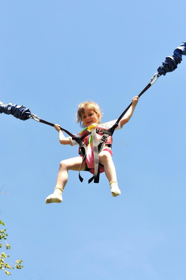 Το κορίτσι απογειώνεται επάνω στοκ φωτογραφία με δικαίωμα ελεύθερης χρήσης