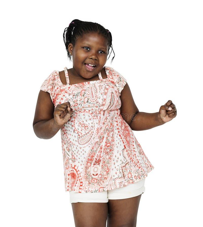 Το κορίτσι αφρικανικής καταγωγής χορεύει σε έναν βλαστό στοκ φωτογραφία με δικαίωμα ελεύθερης χρήσης