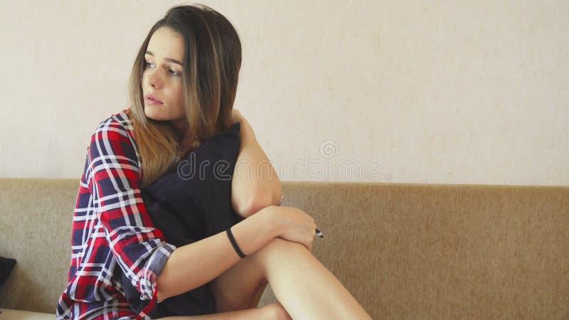 Το κορίτσι είναι πολύ λυπημένο στοκ φωτογραφίες με δικαίωμα ελεύθερης χρήσης