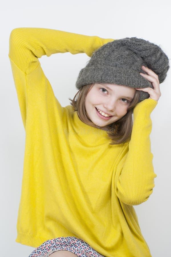 Download Το κορίτσι ισιώνει την ΚΑΠ του Στοκ Εικόνες - εικόνα από ηλιόλουστος, έφηβος: 62720994